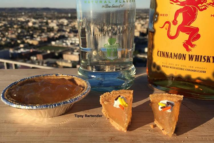 THANKSGIVING MINI APPLE PIE JELLO SHOTS