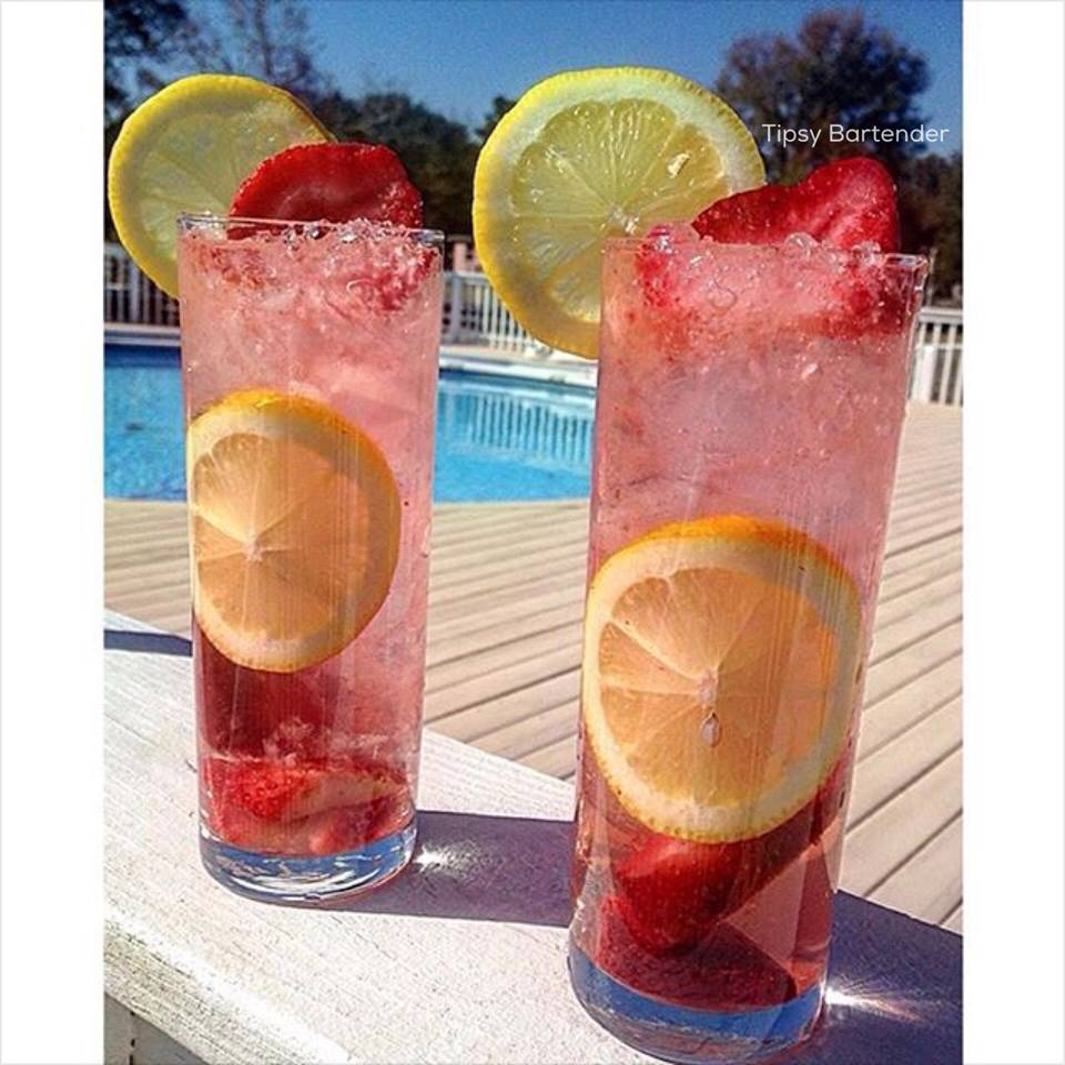 Moscato Strawberry Lemonade Cocktail