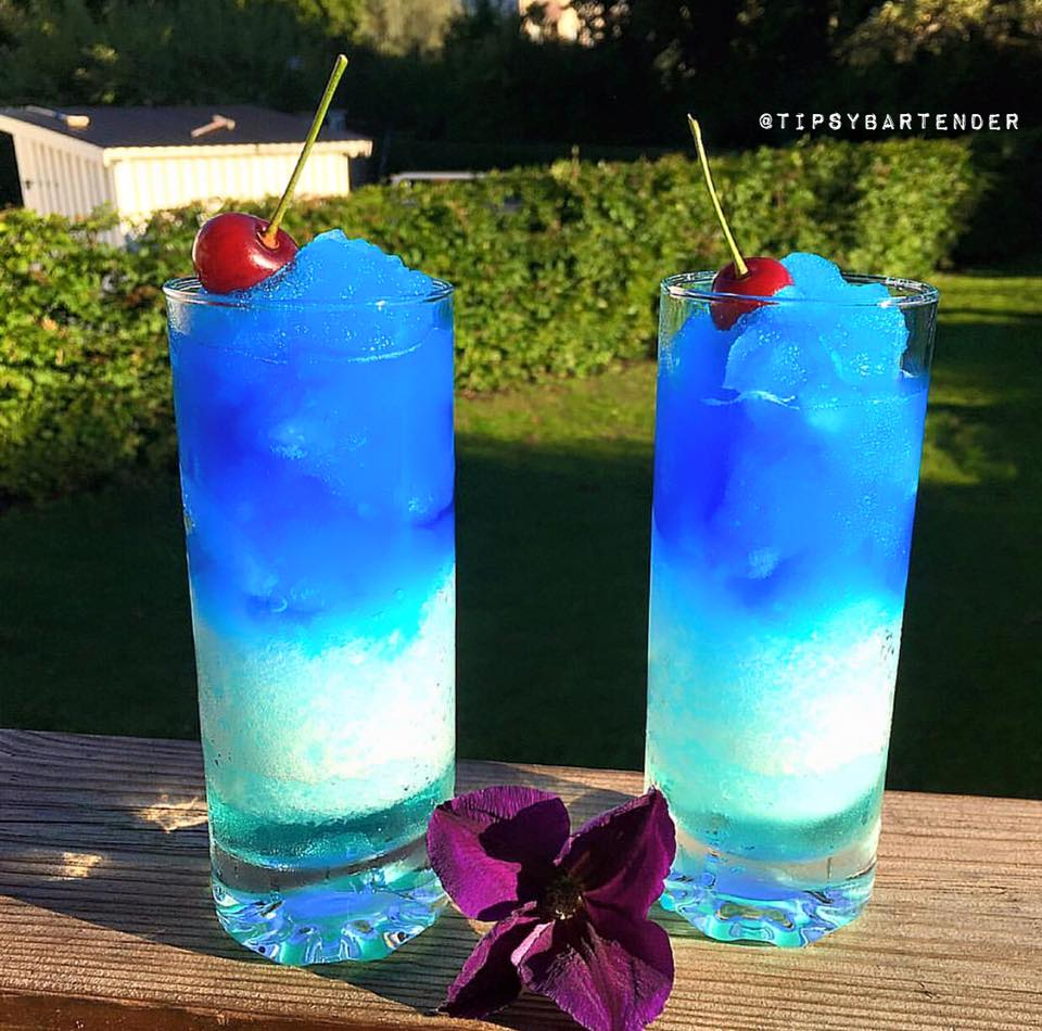 Manzana azul cocktail top shelf pours for Great alcoholic mixed drinks
